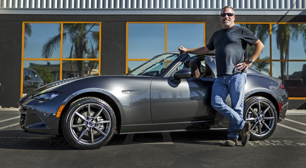 На фото: Дэйв Паттер и его Mazda Miata MX-5 RF Launch Edition