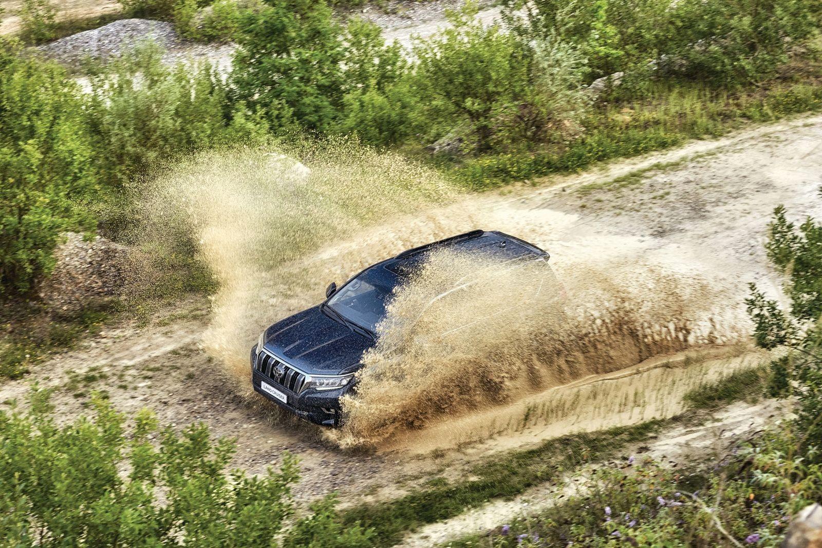 Почти как настоящий: стоит ли покупать Toyota Land Cruiser Prado 150 за 2 млн рублей?