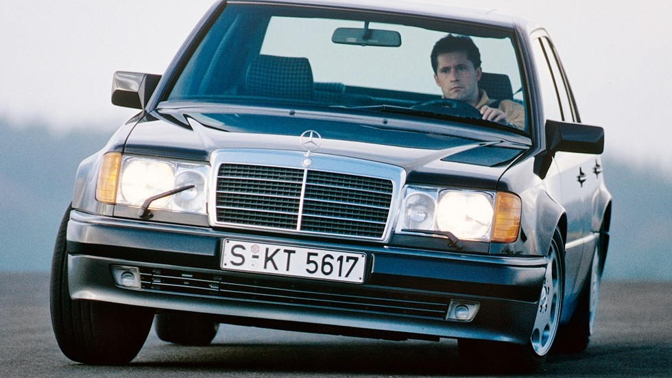 «Наш ответ BMW M5» – пожалуй, именно так в двух словах можно охарактеризовать Mercedes-Benz 500E