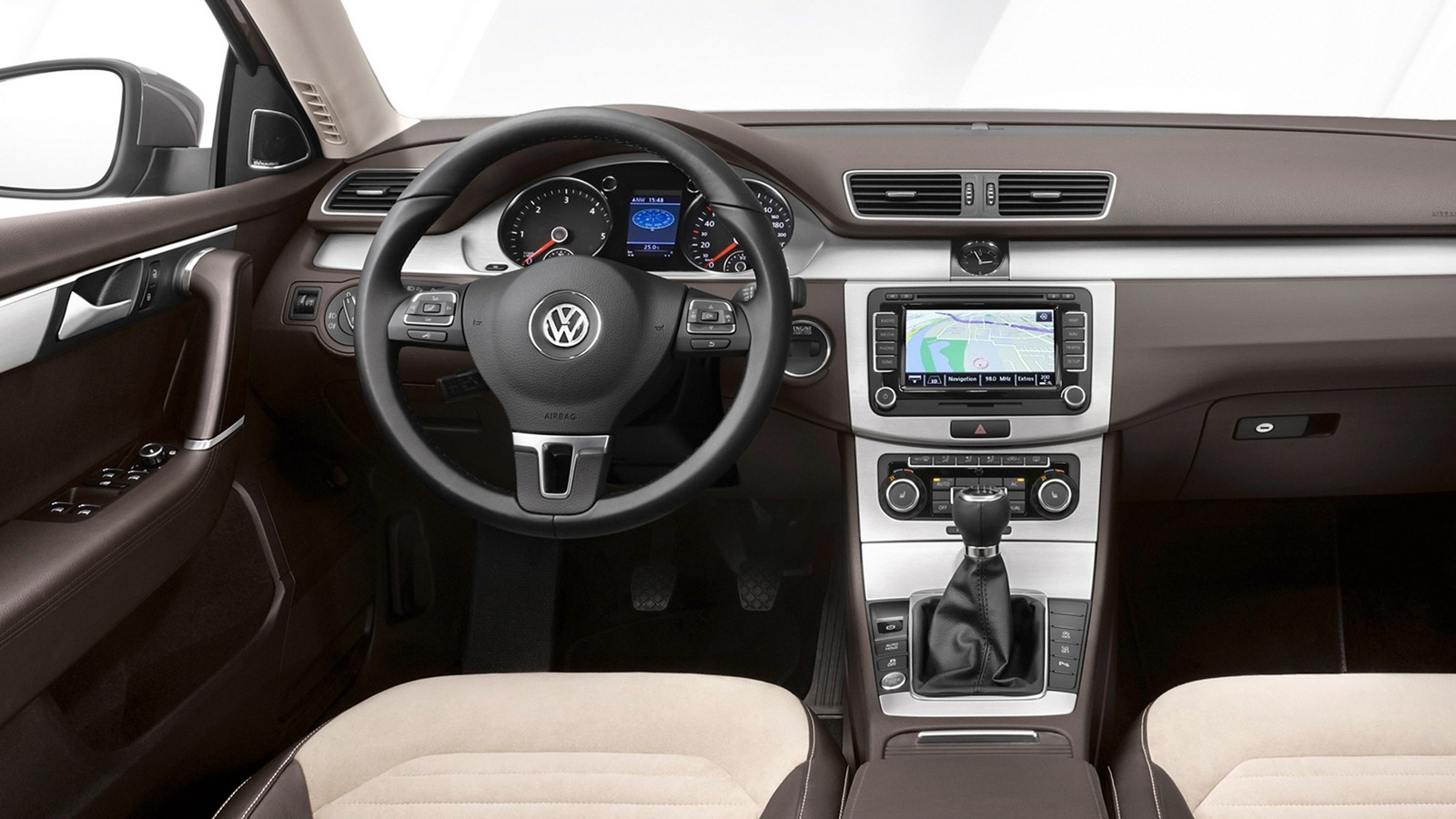 На фото: Торпедо Volkswagen Passat TSI (B7) '2010–14
