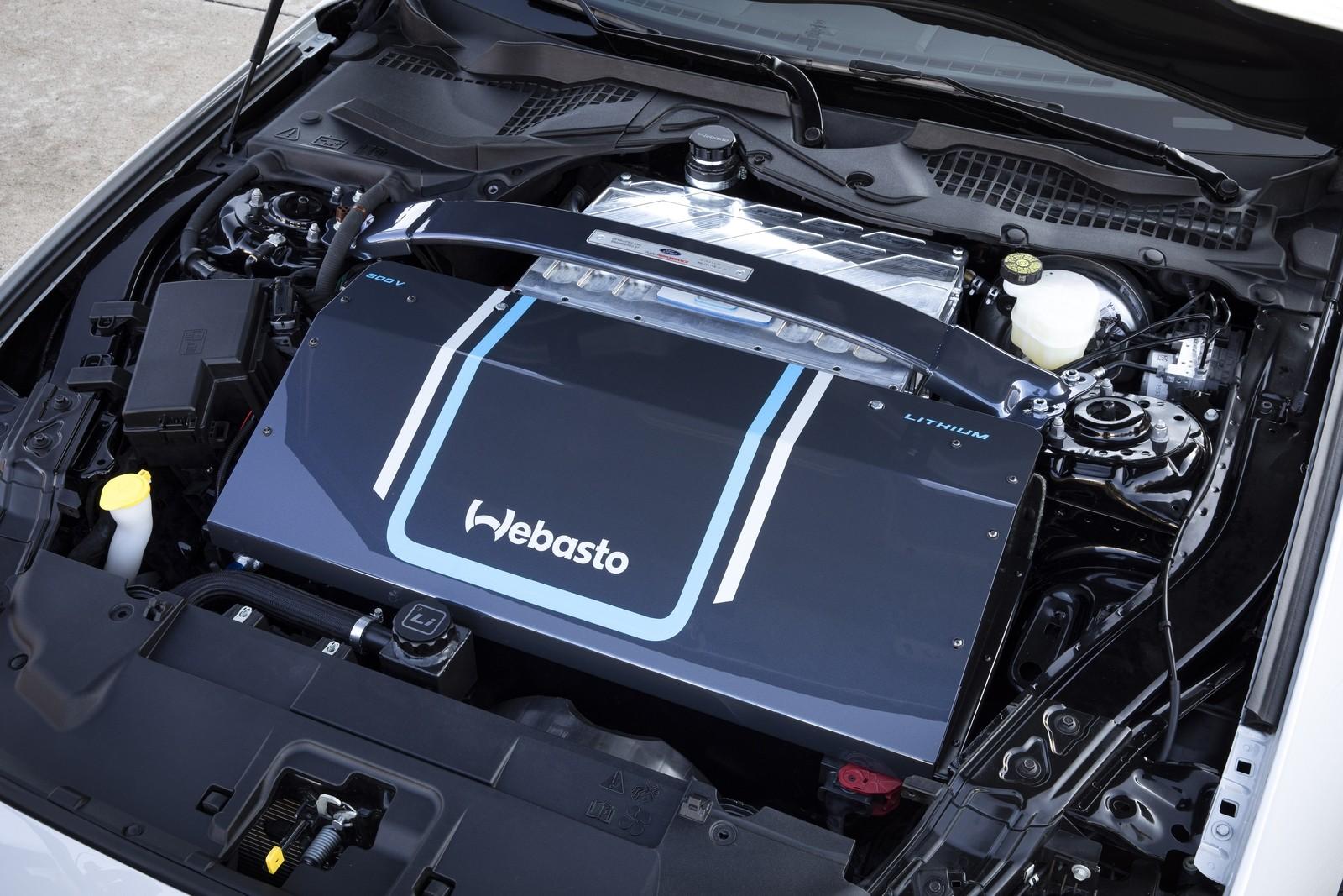 Бывает и такое: Ford представил электрический Mustang с ручной коробкой передач