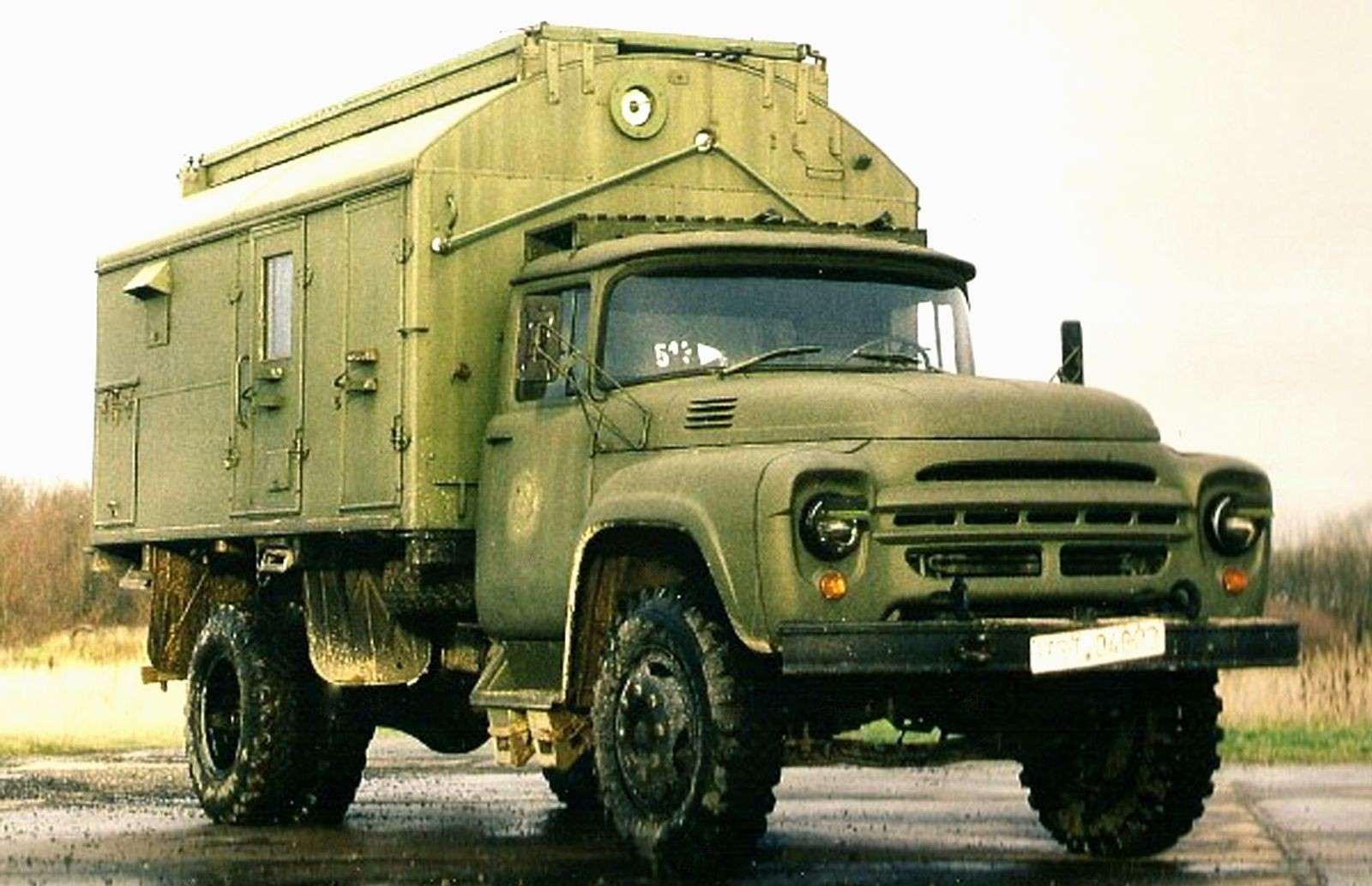 Скромный младший брат с сотней военных профессий: армейское оборудование на грузовиках ЗИЛ-130