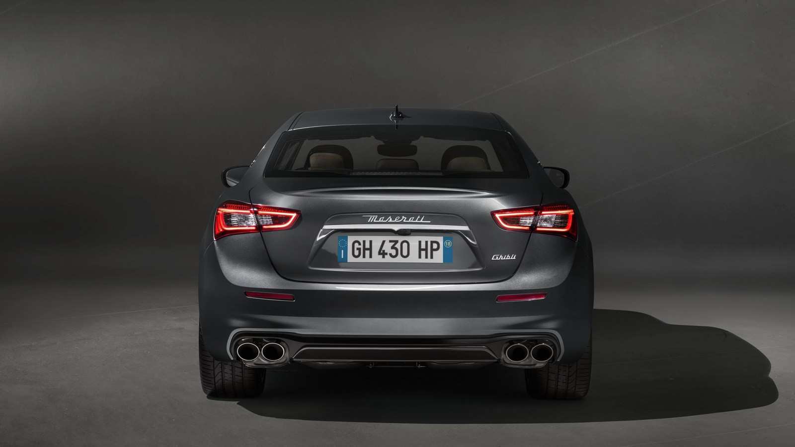 13242-MaseratisvelaleprimeimmaginidellanuovaGhibliGranLusso