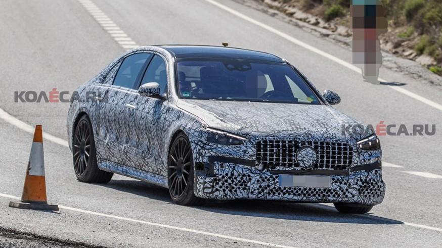 Новинки Mercedes-AMG: подключаемые гибриды GT 73 e и S 63 e попались на камеру