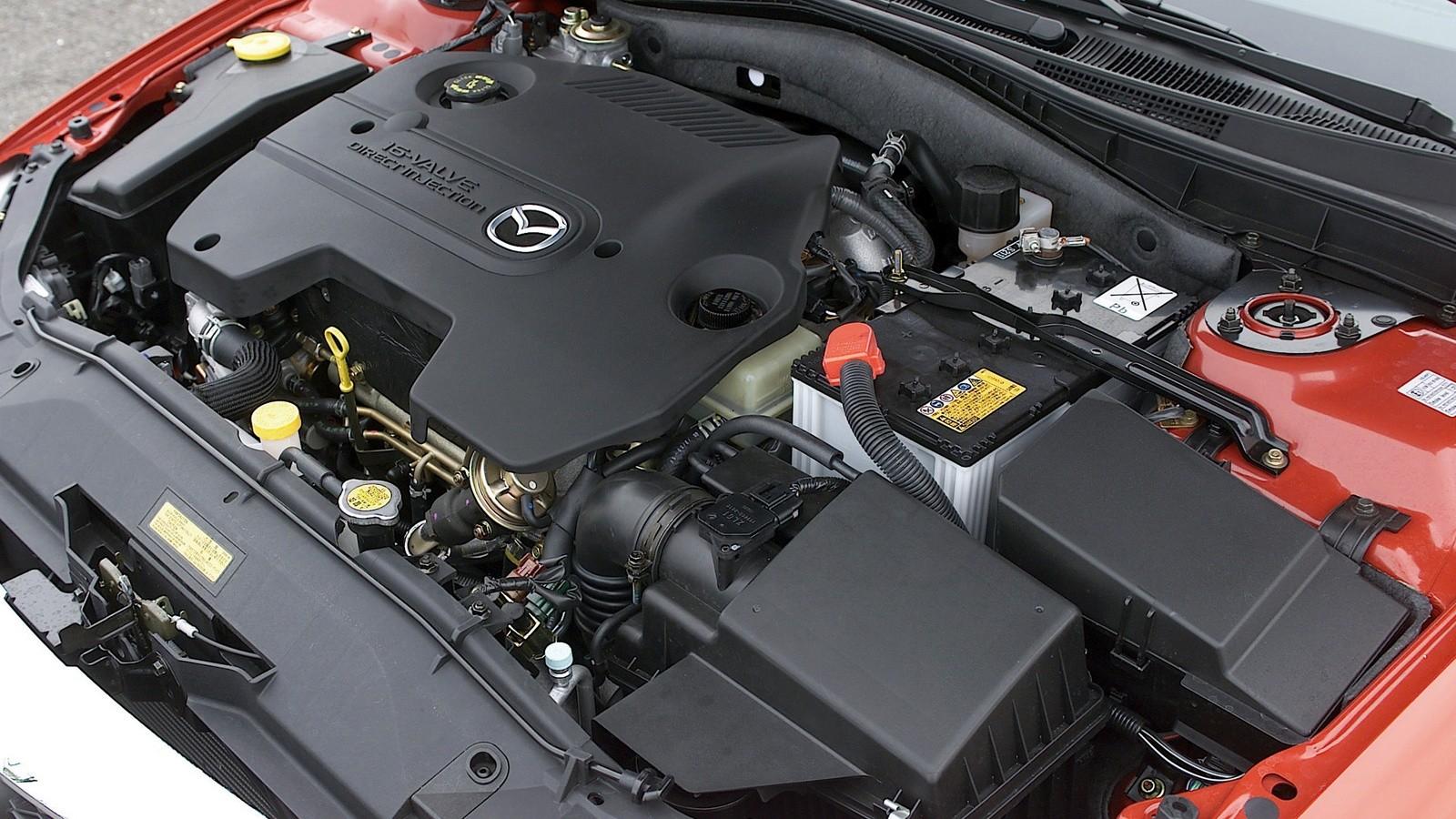 На фото: Под капотом Mazda6 Wagon (GY) '2002–05