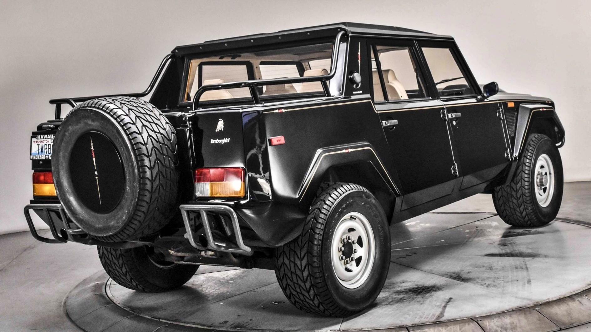 Он вам не Urus: раритетный Lamborghini LM002 почти без пробега выставлен на продажу