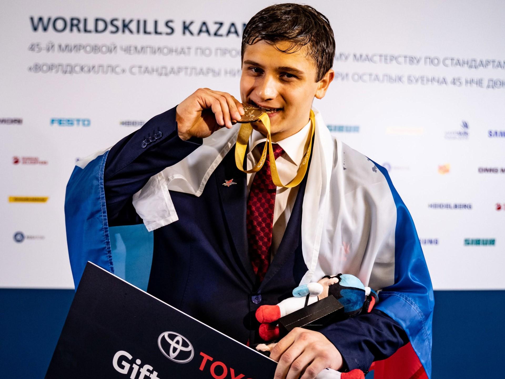 Доказано WorldSkills 2019: чемпионский уровень мастерства по ремонту и сервисному обслуживанию в дилерских центрах Тойоты