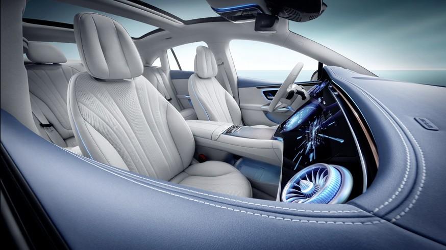 «Зелёный» брат E-Class: Mercedes-Benz рассекретил седан EQE