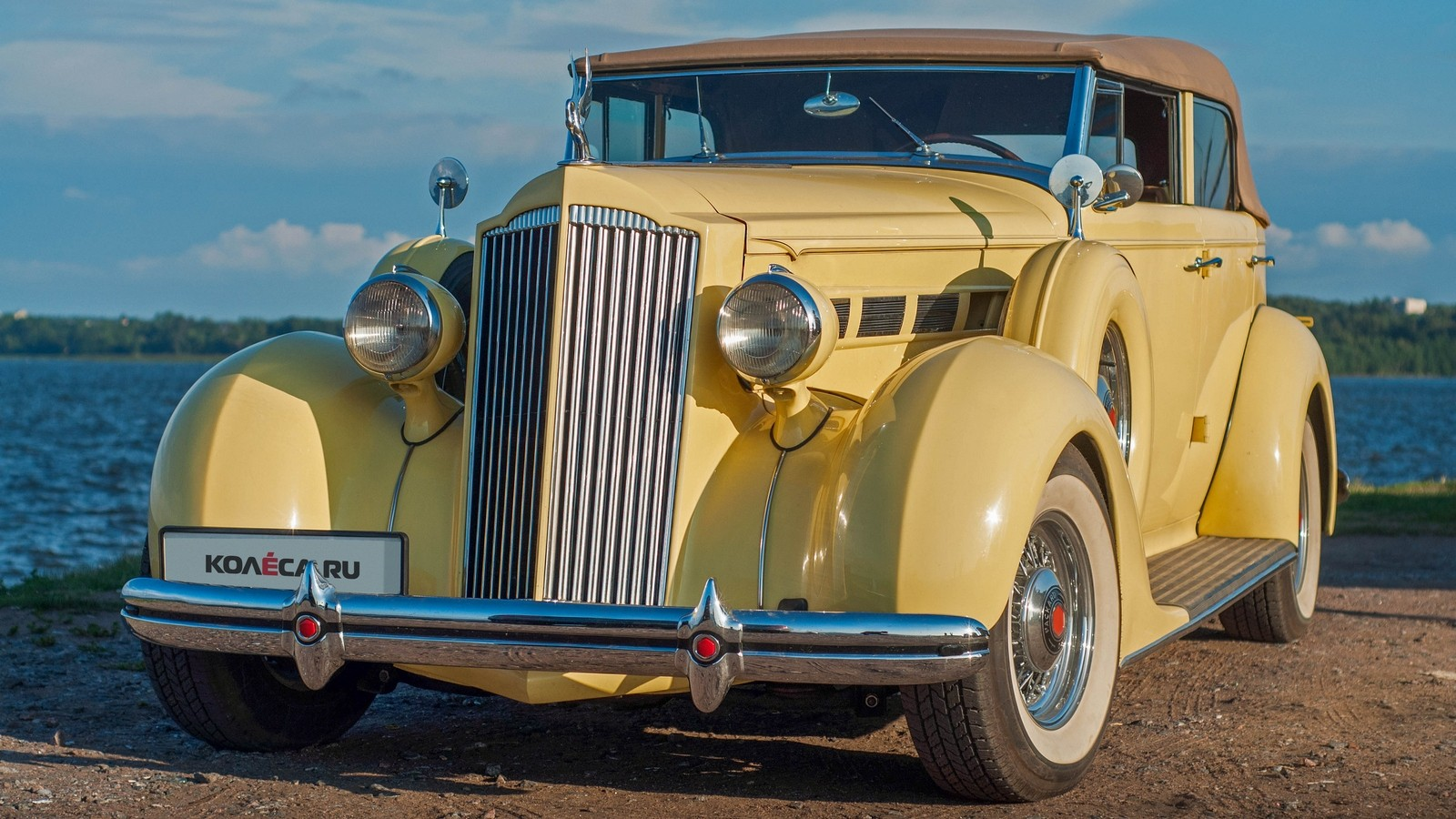 Packard Eight 1937 жёлтый три четверти (3)