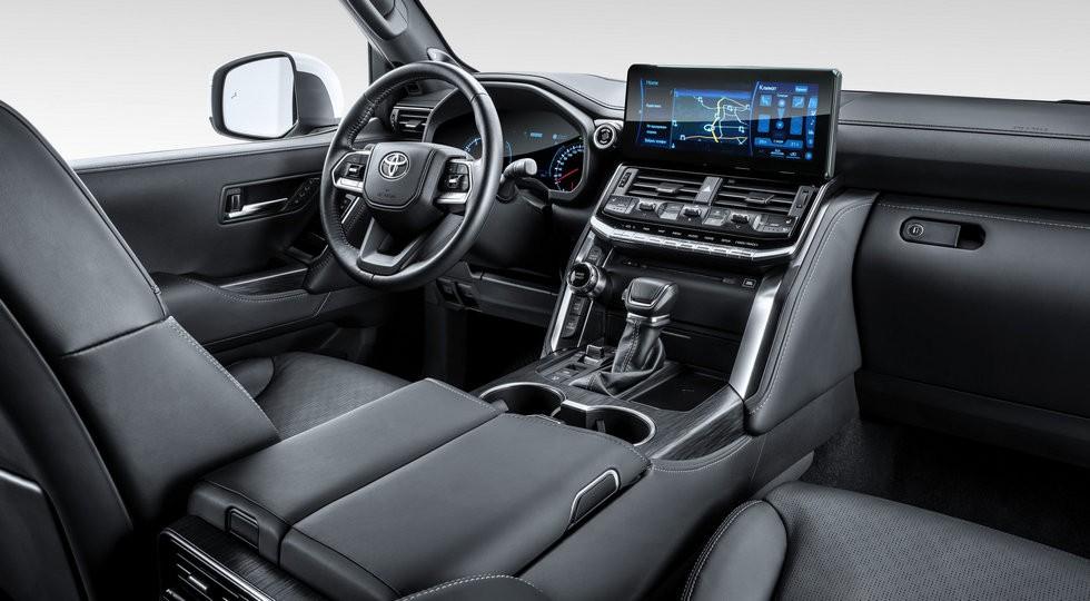 Новый Toyota Land Cruiser 300 в России: теперь и с дизелем