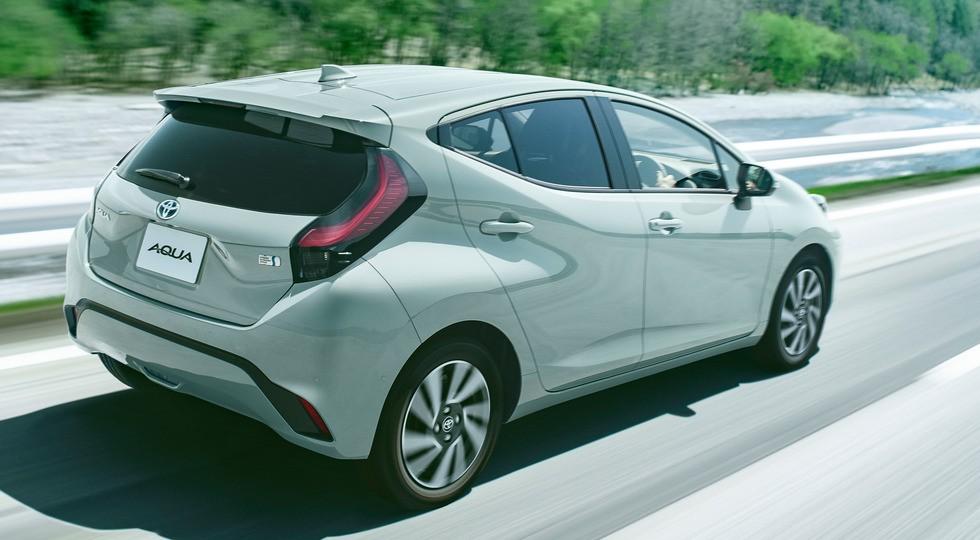 Младший брат Toyota Prius сменил поколение: без «кроссовера», зато с новой батареей
