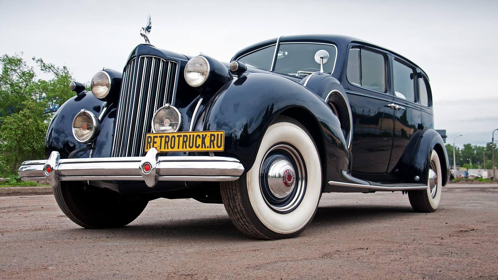 Packard в частные руки попадал очень редко. Пожалуй, самый известный Паккард в руках частника — это Super Eight, который в 1937 году привёз из США Валерий Чкалов. Простые люди на таких машинах не ездили.Ну, с русским графом, Сталиным и Чкаловым разобрались. Остался последний вопрос: какое отношение к Паккарду имеет Уильям Боинг? Ответ простой: вот эту самую машину, на которой мы сегодня будем ездить, в 1939 году заказал себе Боинг. Это — его лимузин. Представляете, как нам повезло?