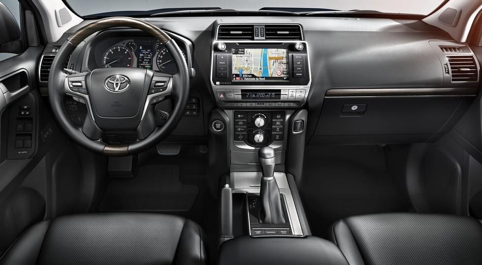 Toyota_LandCruiser_Interior_01