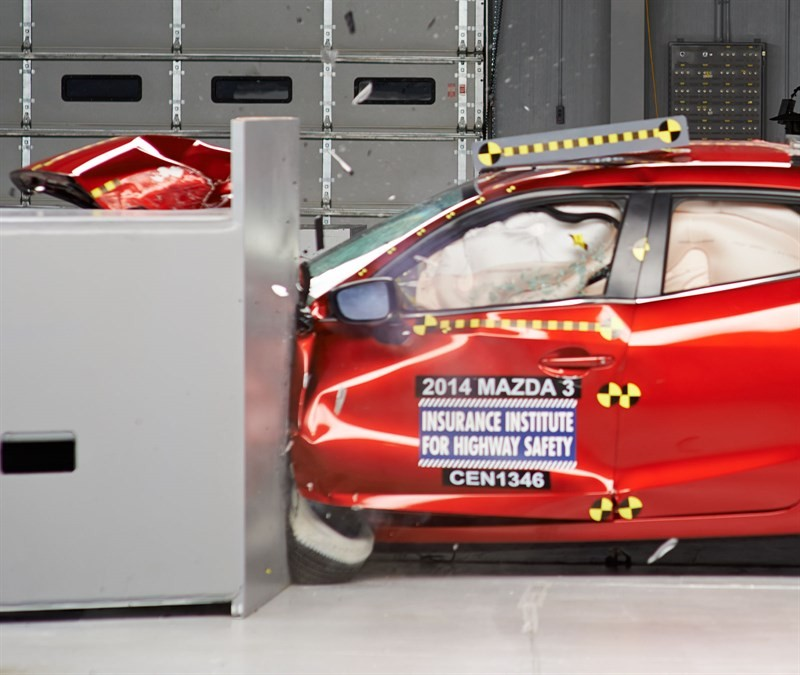 Mazda_3_краш_тест