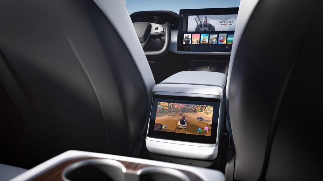 Обновлённые Tesla Model S и Model X: штурвал вместо руля и встроенная игровая приставка