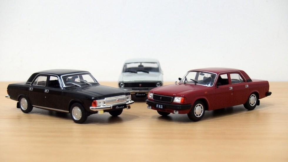 «Двадцать девятая» была сделана на основе ГАЗ-3102, но заменить должна была обычную Волгу (на фото – в центре).
