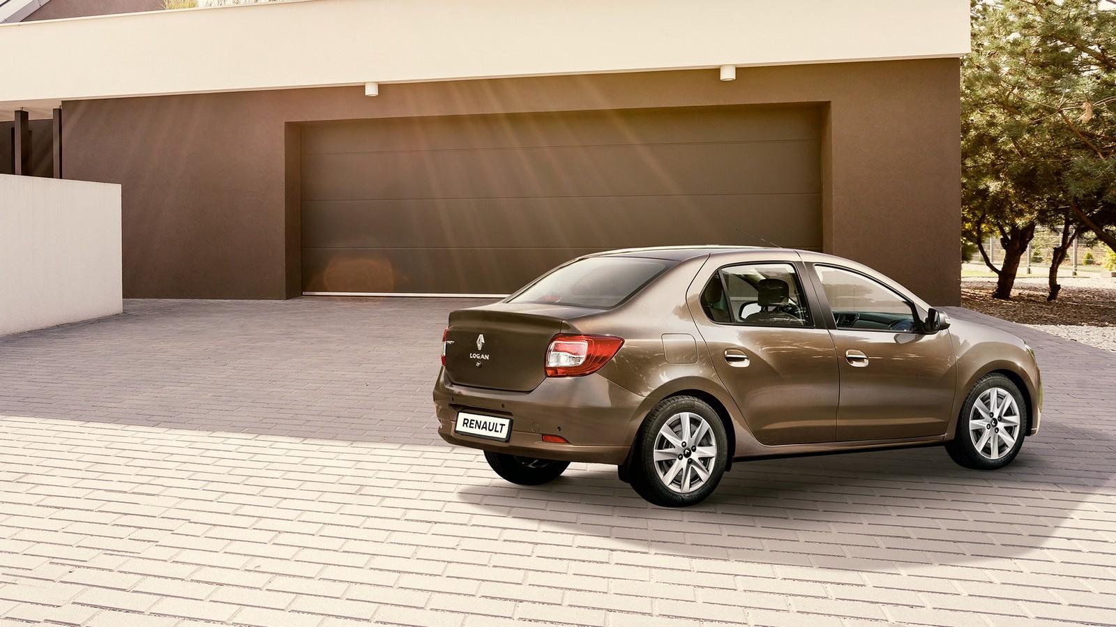 Renault Logan коричневый три четверти сзади