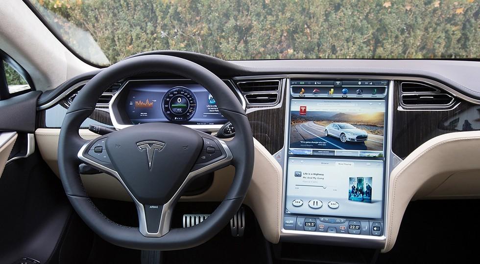 На фото: интерьер Tesla Model S