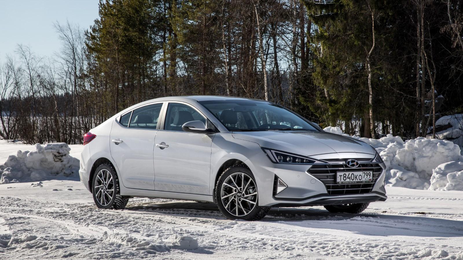 Hyundai_Elantra_statics-12