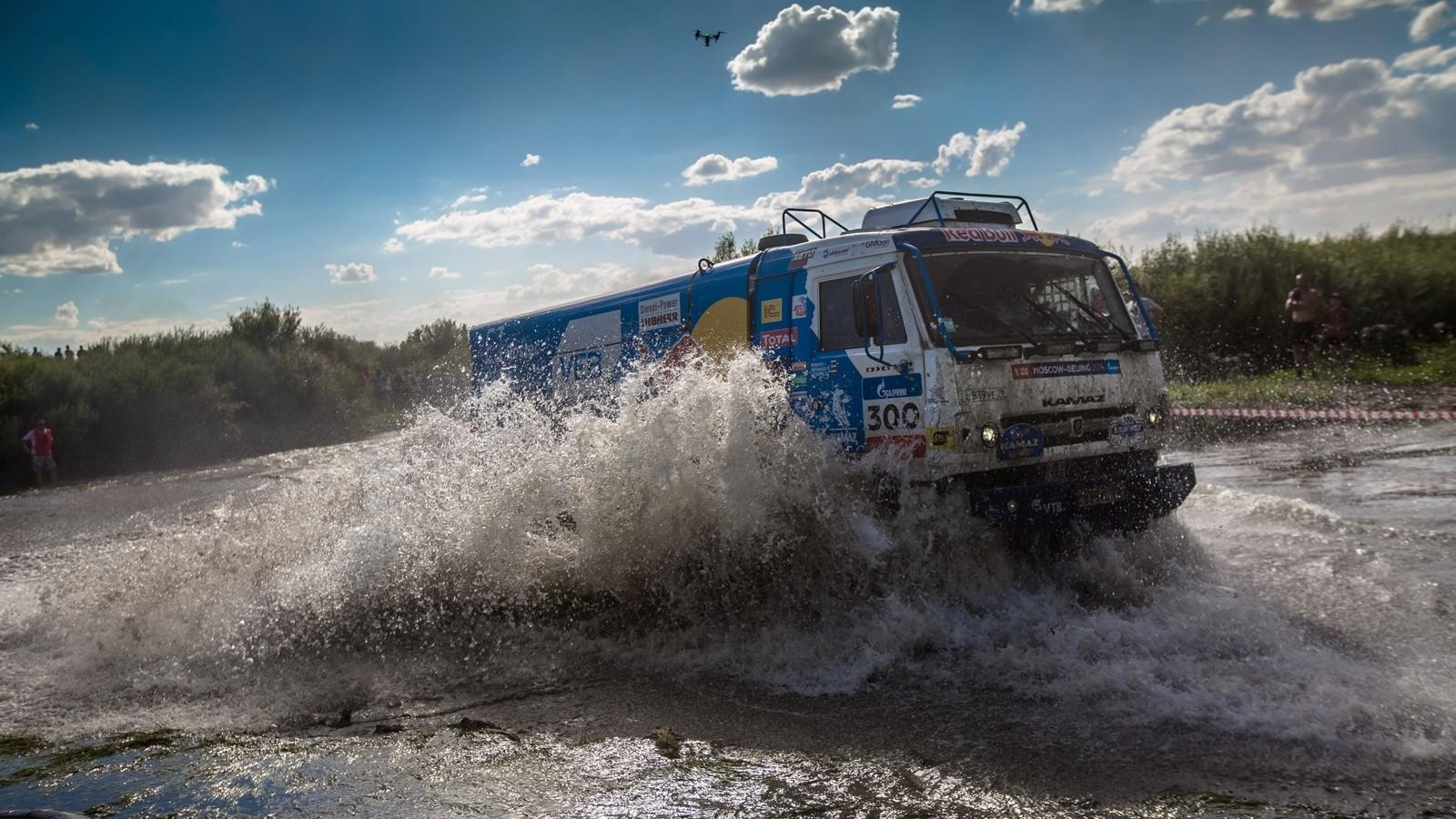 В зачёте грузовиков лидерство ожидаемо захватила команда «КАМАЗ-Мастер»