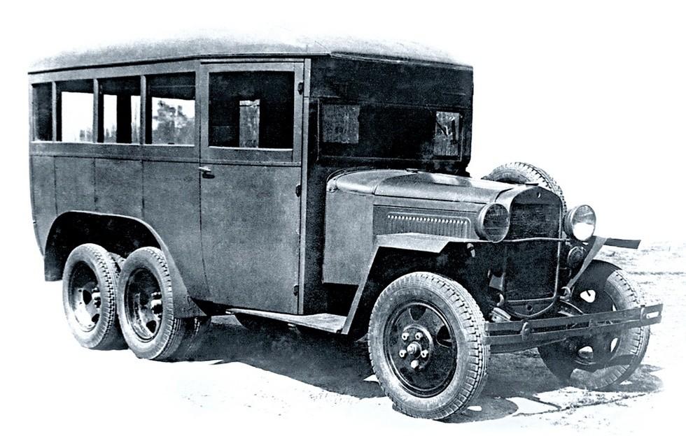Штабной автобус ГАЗ-05-193 высшего руководства РККА на шасси военного времени