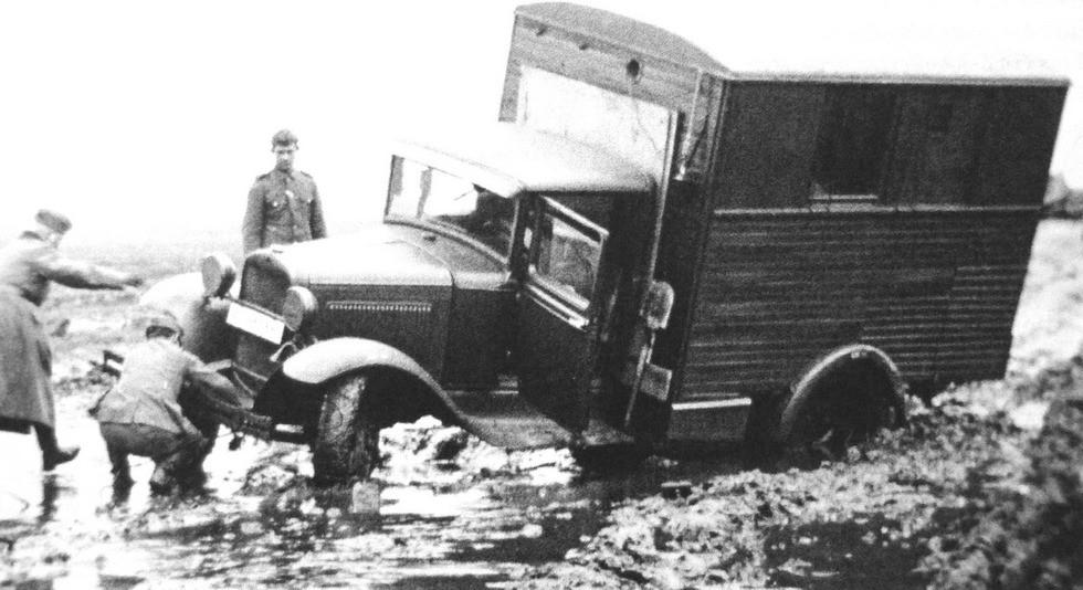 оротковолновая радиостанция 11АК в деревянном фургоне