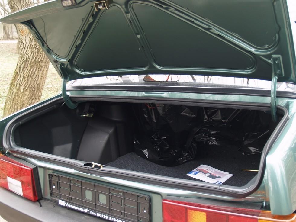 Багажник получился вместительным, но не очень удобным. Перевозке больших грузов мешал узкий проём.